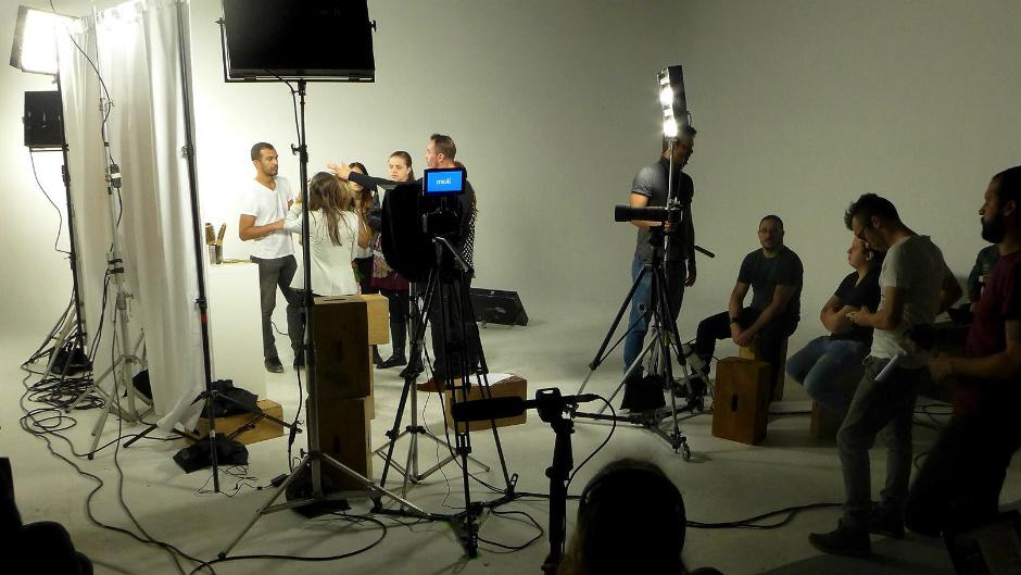 Equipe trabalhando em estúdio de filme