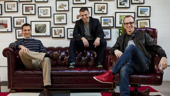 Os fundadores do Airbnb: Nathan Blecharczyk, Brian Chesky e Joe Gebbia