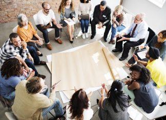 Como mostrar habilidade de comunicação em dinâmica em grupo ou painel de negócios