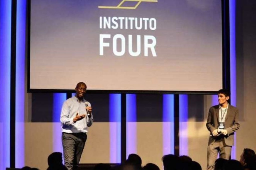 evento do Instituto Four, organizador da conferência Four Summit